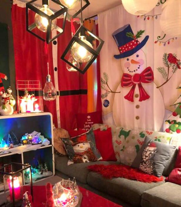 SNØMENN: Puter, pledd og gardiner får også jule-makeover. FOTO: Privat