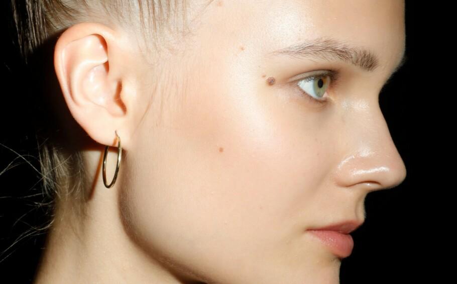 TILFØR FUKTIGHET OG FETT: Ekspertene er enige - det er dette som skal til for å bekjempe tørr hud. FOTO: NTB Scanpix