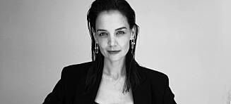 Katie Holmes hylles for å vise frem strekkmerkene
