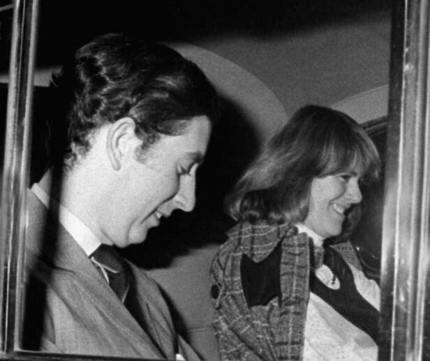 EKTE KJÆRLIGHET: Charles og Camilla i bilen etter et besøk i Operaen i 1975. Camilla har allerede rukket å gifte seg med Andres Parker Bowles, men har åpenbart ikke glemt sine følelser for Charles som hun datet noen år før: FOTO: NTB Scanpix