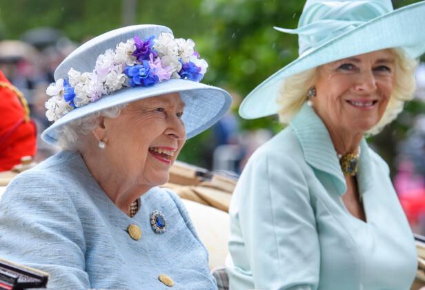 SVIGERMOR: Camilla i samme vogn som dronningen i 2012. FOTO: NTBScanpix