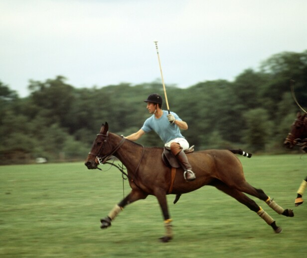 UREDD TYPE: Prins Charles i full galopp under en polokamp på Windsor i 1977. FOTO: NTBScanpix