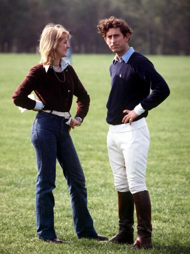 EKSEN TIL PRINSEN2: Prins Charles sammen med kjæresten Jane Ward i 1977. Som vanlig er prinsen antrukket i ridebukser. FOTO: NTBScanpix