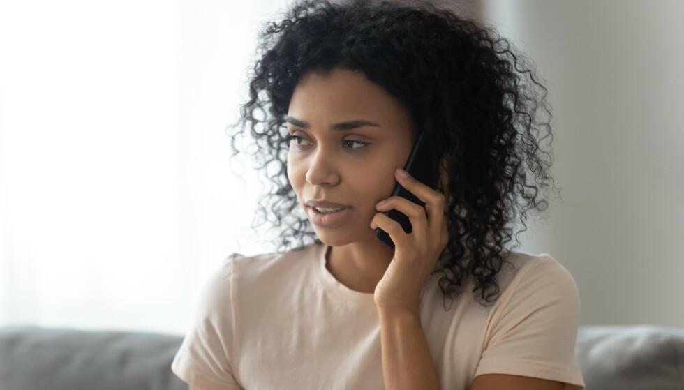 HÅNDSUTSTREKNING: Psykologspesialist Kari Bøckmann er tydelig på at man ikke skal være redd for å ta kontakt! Ring, send en melding eller si ifra at du gjerne kommer på besøk. FOTO: Scanpix