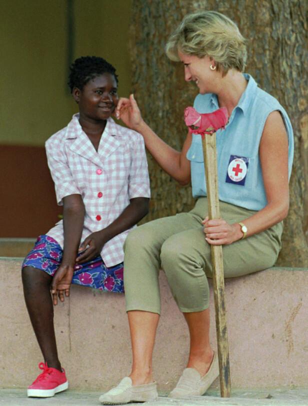 MINEOFFER: Diana engasjerte seg for mineofre, og deltok selv i rydding av miner. FOTO: NTBScanpix