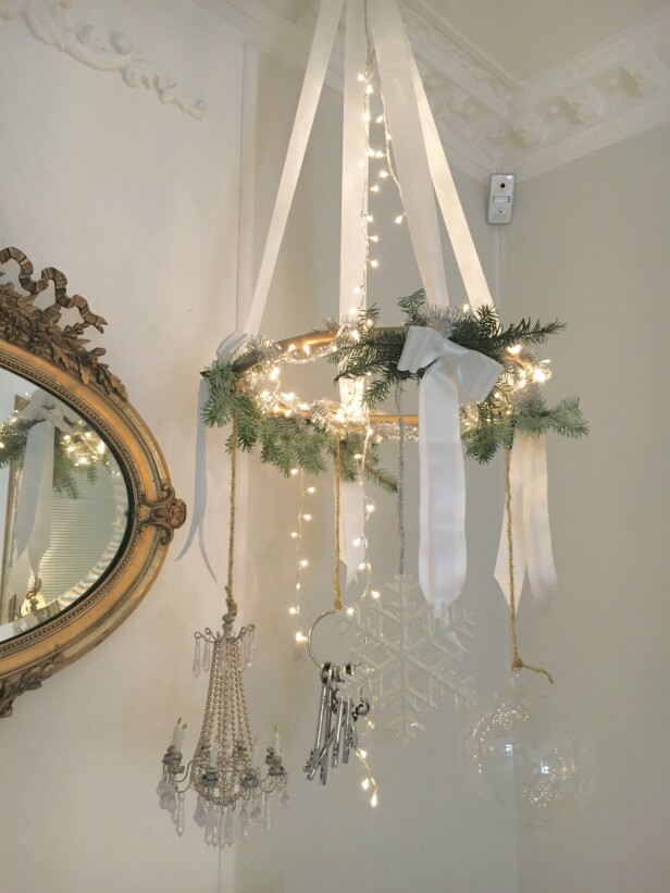 BRUK TAKET: Hvorfor ikke rocke opp julen med en spraymalt rockering, der man klipper bort et stykke av den og limer sammen igjen, slik at den blir litt mindre i omkrets. FOTO: Sigurd Storm