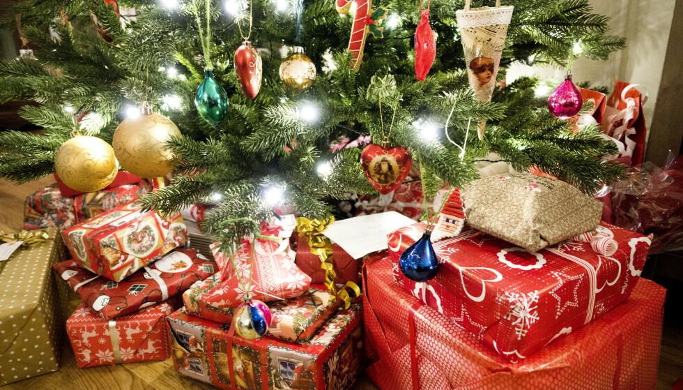 EKTE ER BEST: Et stort og friskt juletre er en levende organisme som påvirker oss, sier eksperten.