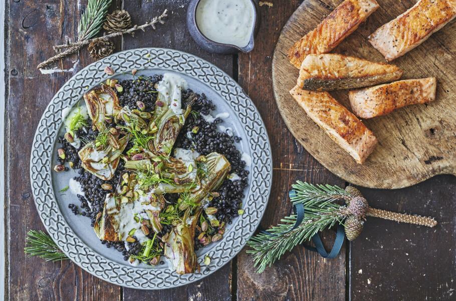 MIDDAG: Lakse- og linsesalat med fennikel. FOTO: Winnie Methmann