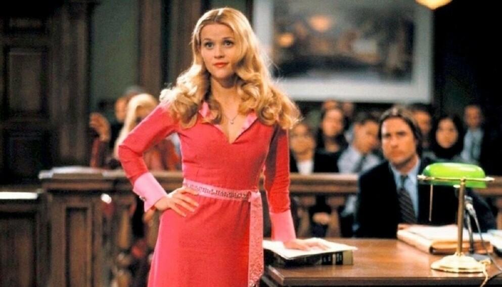 """LOVLIG BLOND: I filmen """"Lovlig blond"""" eller """"Legally blonde"""" spiller Reese Witherspoon den blonde og smarte jusstudenten Elle Woods, som opplever å bli dømt på grunn av hårfargen sin. FOTO: NTB"""