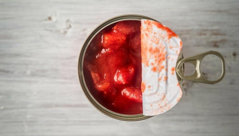 VARMEBEHANDLET: Antioksidantene blir mer tilgjengelige for opptak i kroppen vår når tomatene varmes før de lagres på boks eller glass. FOTO: Scanpix