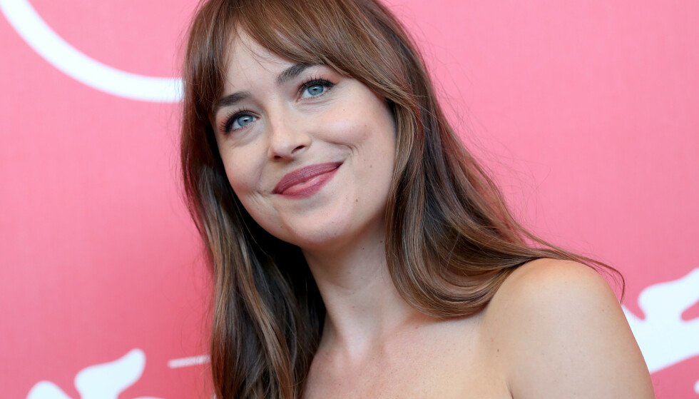 GARDINLUGG: «Fifty Shades of Grey»-skuespiller Dakota Johnson. FOTO: Scanpix
