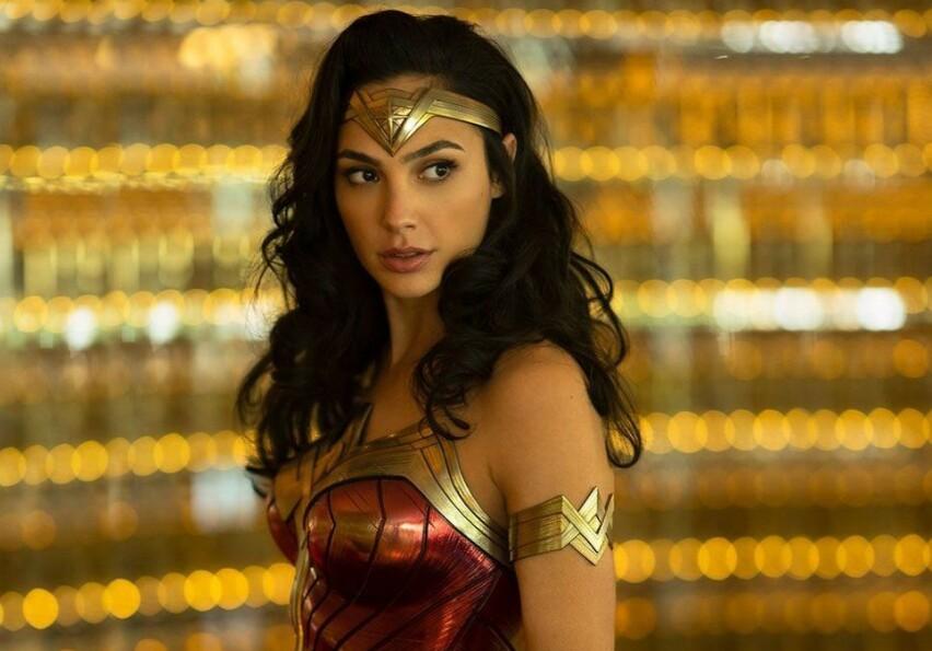 TILBAKE: Gal Gadot briljerte i rollen som DC-heltinnen Wonder Woman da filmen med samme navn kom ut i 2017. Nå får fansen første titt på oppfølgeren. FOTO: Warner Bros.