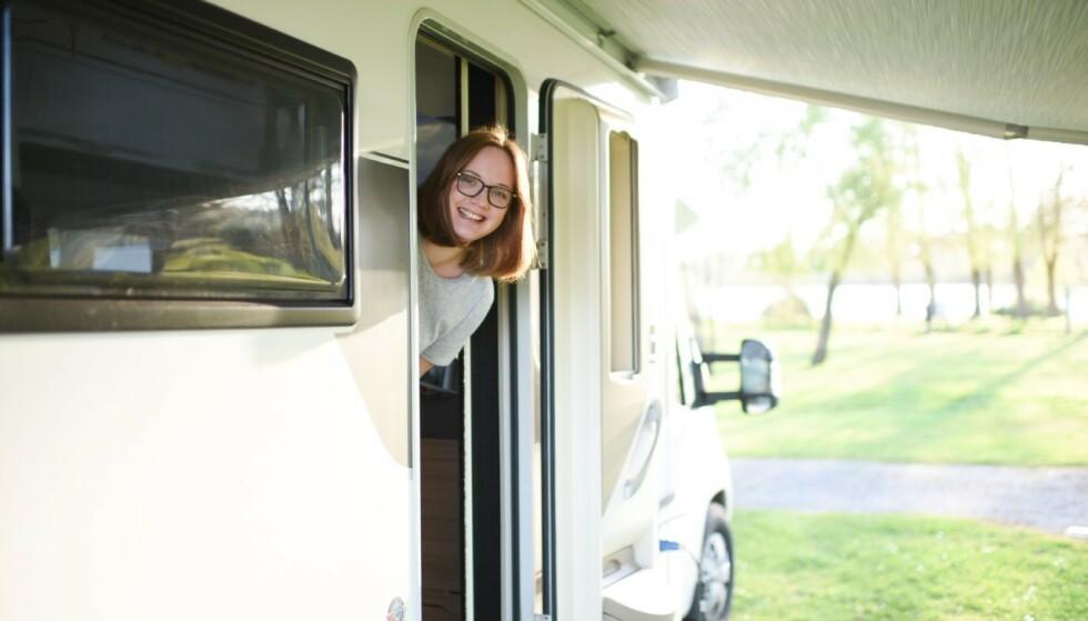 FIKK ET ENKLERE LIV: Emma sier oppholdet i bobilen har forandret dem og at de gjerne flytter til en mindre bolig i fremtiden. FOTO: Privat