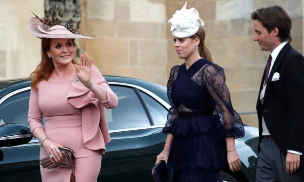 <strong>NÆRE:</strong> Prinsesse Beatrice tok med seg kjæresten Edoardo Mapelli Mozzi i bryllupet til slektningen Lady Gabriella Windsor og Thomas Kingston i mai 2018. De ankom bryllupet med hennes mor Sarah Ferguson. FOTO: NTB scanpix