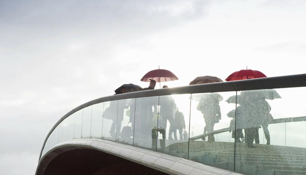 BLOD I TRAPPA: Regn på glasstrappa - og glatte Ttrinn selv i tørt vær har resultert i tusenvis av søksmål fra folk som skal ha skadet seg. FOTO: NTB Scanpix