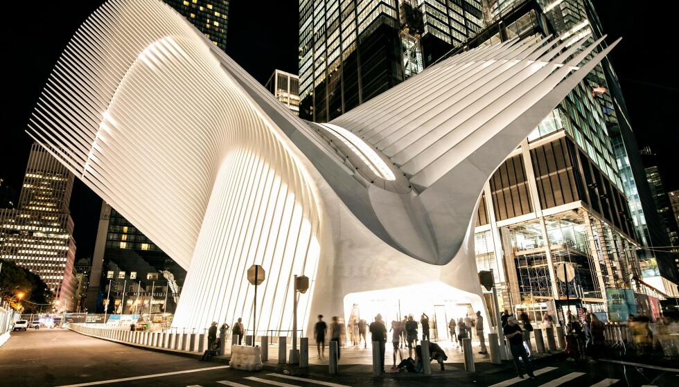 IØYNEFALLENDE: Arkitekten Santiago Calatravas praktbygg Oculus t-banestasjon på Manhattan. FOTO: NTB Scanpix