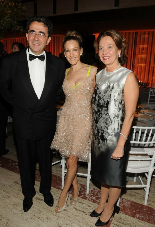 STJERNEMØTE: Arkitekten Santiago Calatrava sammen med Sarah Jessica Parker og hans kone Robertina Calatrava under New York City Ballets gala i New York i 2010. FOTO: NTB Scanpix