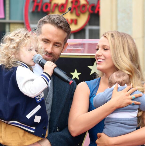 SAMMEN MED BARNA: Ryan Reynolds og Blake Lively med barna James og Inez. Foto: NTB Scanpix