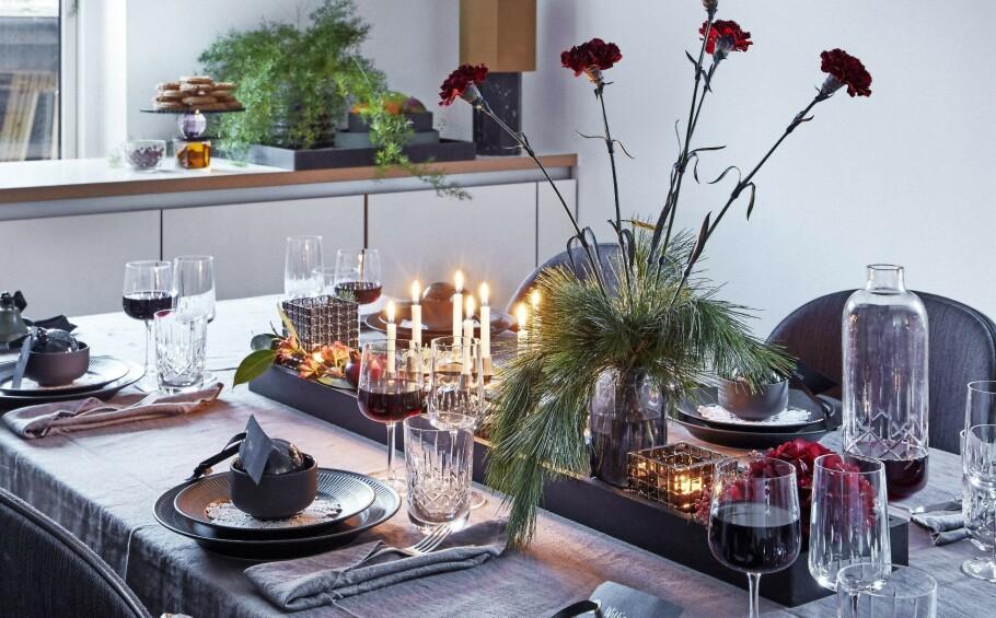DEKKE BORD: Hvordan dekker du bordet til jul? Få inspirasjon her! FOTO: Martin Sølyst