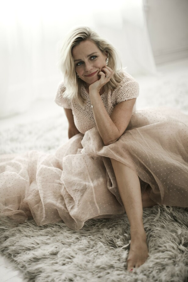 – Sukkerskjeen i sølv, hvor kom den egentlig fra? Nå har jeg ingen å spørre lenger, sier Solveig, som står igjen som den eldste   kvinnen i sin familie. FOTO: Astrid Waller