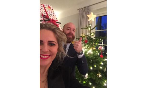 JUL I STUA: KK-journalist Benedicte Wessel-Holst og ektemannen Jan Cato feiret jul sammen allerede andre året de ble sammen. FOTO: Privat