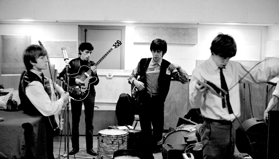 <strong>UNGDOM:</strong> Brian Jones, Bill Wyman, Keith Richards og Mick Jagger i Rolling Stones under innspilling i De Lane Lea studios i 1963. På bildet er Wyman bare 28 år, men allerede dobbelt så gammel som Mandy Smith var da han begynte å date henne. NTBScanpix