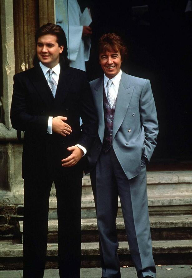 FAR OG SØNN: Bill Wyman og sønnen Stephen på kirketrappa da Bill giftet seg med Mandy Smith i 1989. Stephen var forlover og 28 år - ti år eldre enn farens nye kone. FOTO: NTBScanpix.