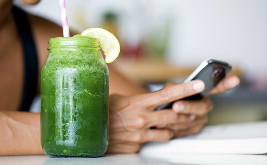 FRUKT OG GRØNT: For å få i deg mest næring bør du helst gå for en juice med både frukt og grønt. FOTO: NTB Scanpix