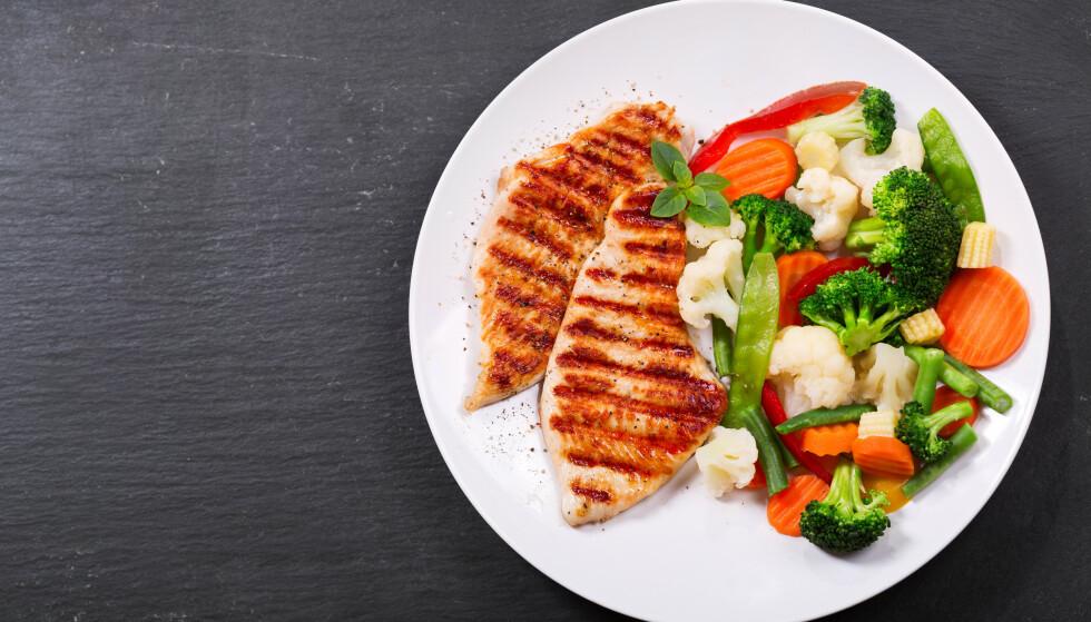 GRØNNSAKER: Fyll halve tallerkenen med grønnsaker! FOTO: NTB Scanpix