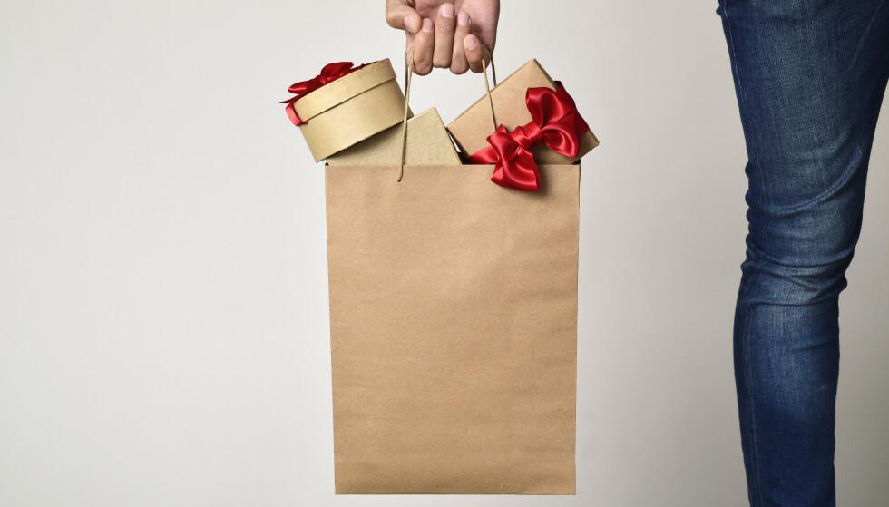 <strong>MEIRSAL:</strong> Skulle ha plaster, endte opp med full julehandel - på apoteket. I denne spalta skriv Fredrik Steen om meirsal. FOTO: NTB scanpix