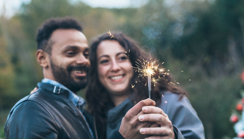 NYTTÅRSFORSETTER: Et nyttårsforsett for par er en forpliktende investering i VI'et. FOTO: NTB