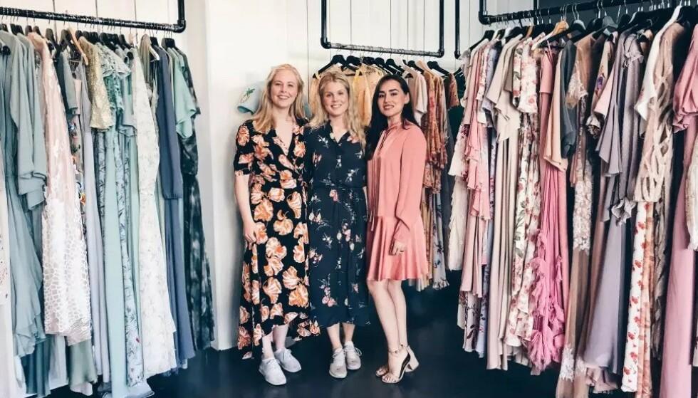 FJONG: CEO Sigrun Syverud, bærekraftsjef Hanne Elisabeth Høiesen og markedsføringsjef Xochitl Vavik leier ut klær til kvinner over hele Norge. Foto: Malin Gaden