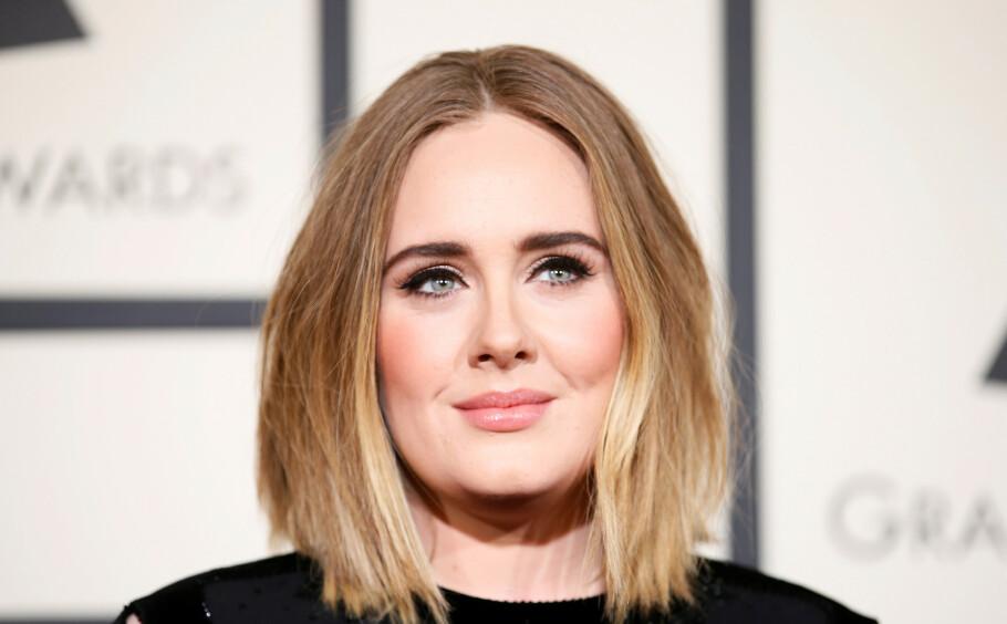 FORANDRING: Her er sanger Adele avbildet på Grammy-utdelingen i 2016. I dag ser hun veldig annerledes ut. FOTO: NTB Scanpix