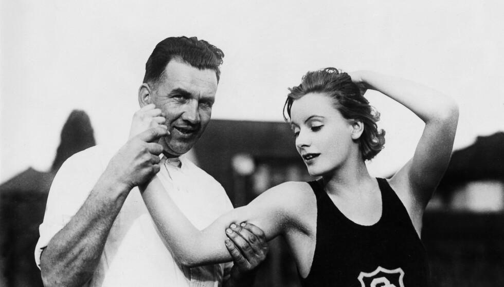 FLØRT: Personlig trener allerede den gang! Bildet er fra 1926.