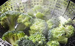 Bør grønnsakene kokes, stekes, dampes eller bakes?