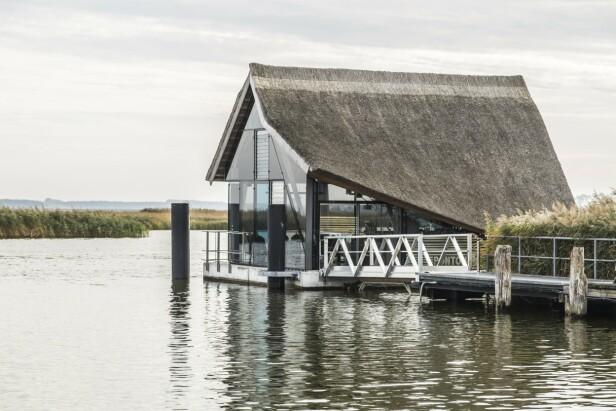 Restauranten Kranich Haus flyter på en pongtong og gir en opplevelser helt utenom det vanlige. FOTO: Mikkel Bækgaard