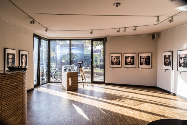 Byen Zingst er et mekka for fotointeresserte med en årlig fotofestival og mange fotoutstillinger. FOTO: Mikkel Bækgaard