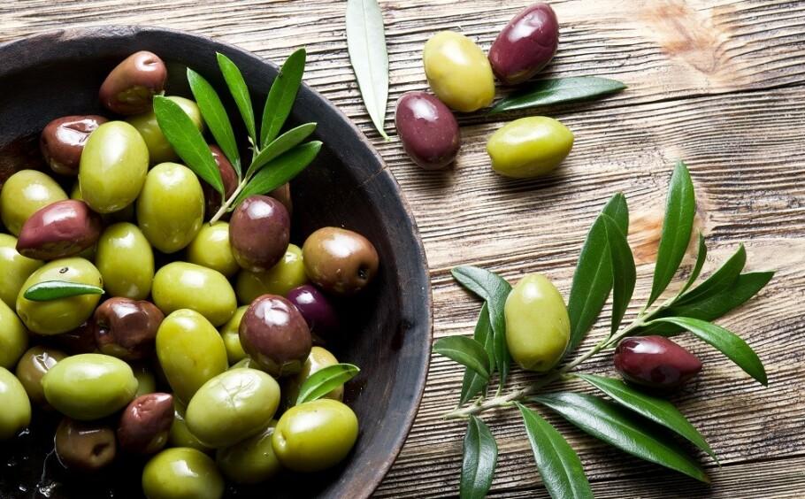 GRØNNE OG SORTE: Oliven kommer i både sorte og grønne varianter - vet du forskjellen på de to typene? FOTO: NTB Scanpix