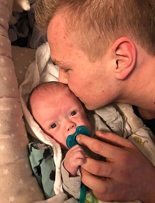 ENDELIG HJEMME: Gleden var stor da Tobias endelig var frisk nok til å reise hjem. I dag er han fire måneder gammel og veier cirka 4,2 kg. FOTO: Privat