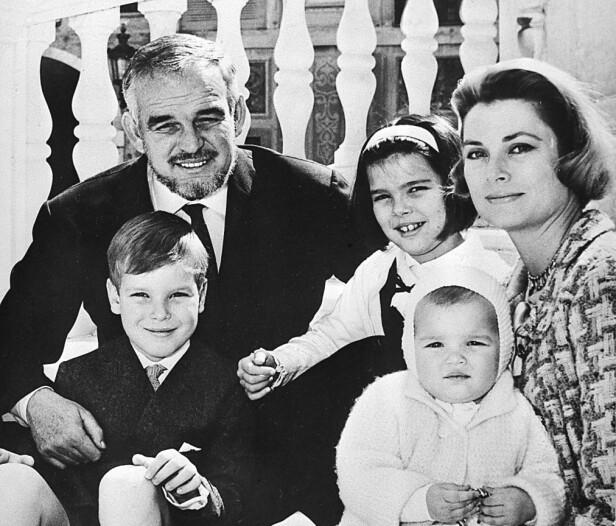 BARNDOMSMINNER: Fyrstefamilien i 1965. Caroline ( i midten) har siden sagt at barna følte seg nærmere knyttet til barnepiken enn til foreldrene. NTB Scanpix