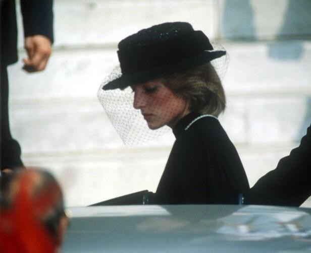 BILULYKKE: Prinsesse Diana var tilstede i begravelsen til fyrstinne Grace i 1982. 15 år senere skulle Diana selv omkomme i en bilulykke. FOTO: NTB Scanpix