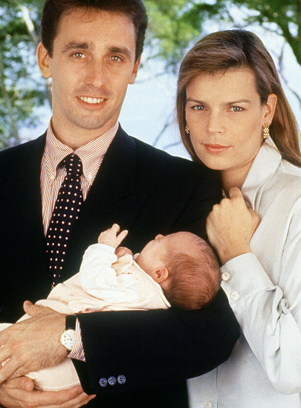 FØR SKANDALEN: Prinsesse Stéphanie og hennes tidligere livvakt Daniel Ducruet fikk to barn sammen, og de rakk å være gift ett år før nakenbildeskandalen med den belgiske stripperen ødela ekteskapet. FOTO: NTB Scanpix