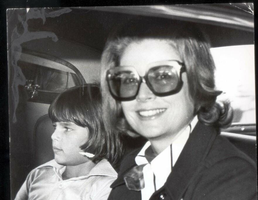 MOR OG DATTER: Hvem kjørte bilen da Grace døde? Prinsesse Stephanie lå fortsatt på sykehus da moren ble gravlagt og fikk aldri fulgt moren til hennes siste hvilested. FOTO: NTB Scanpix