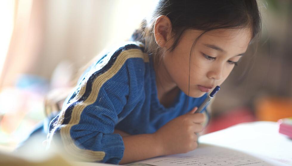 SLITER MED LESING: Lesevansker kan ifølge ekspertene ha helt andre årsaker enn det mange foreldre og lærere tror. FOTO: NTB Scanpix