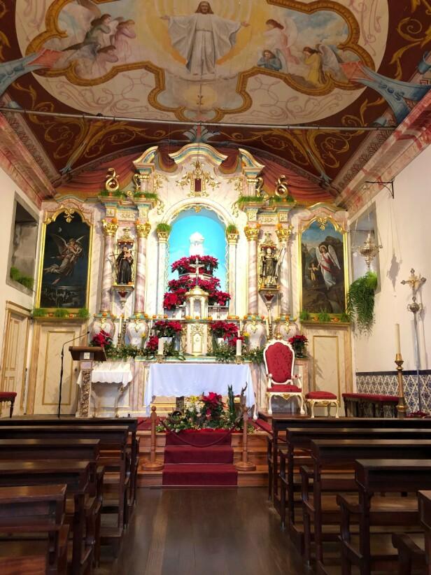 I Nonnenes dal er det selvfølgelig også en vakker, liten kirke å gå på oppdagelsesferd i. FOTO: NTBScanpix