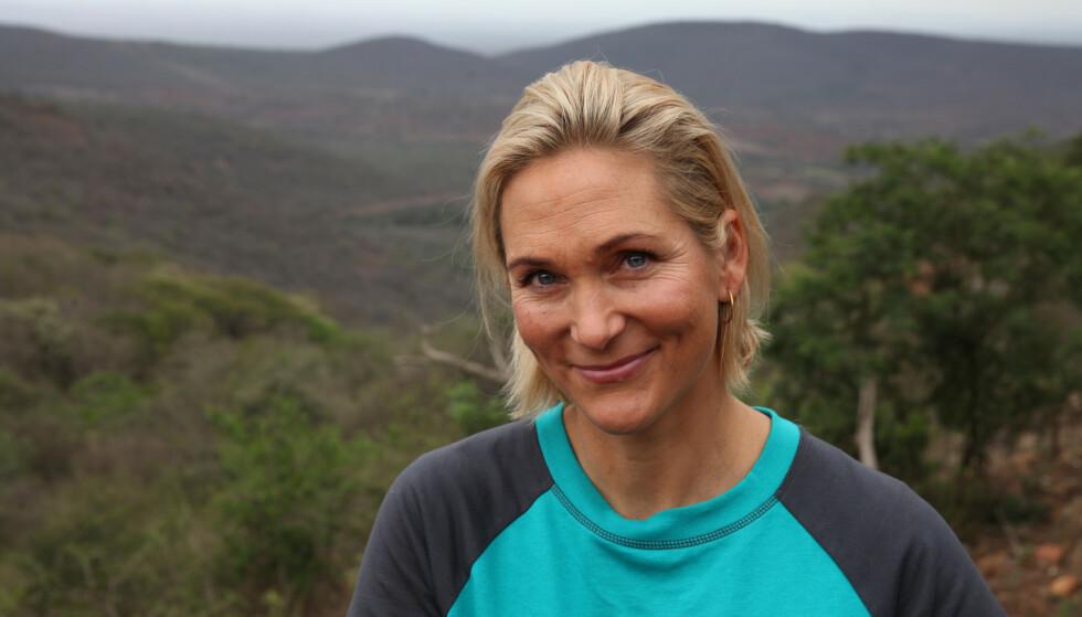 MOTGANG: Karina Hollekim bruker erfaringene fra egen motgang til å knytte bånd til andre. FOTO: Bjørn Owe Holmberg