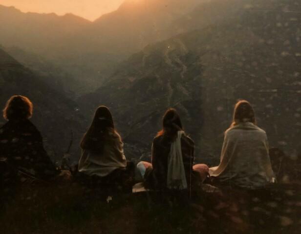 <strong>MEDITASJON:</strong> Hverdagen i India bestod stort sett av meditasjon, forelesninger og samtaler rundt eksistensielle spørsmål. FOTO: Privat