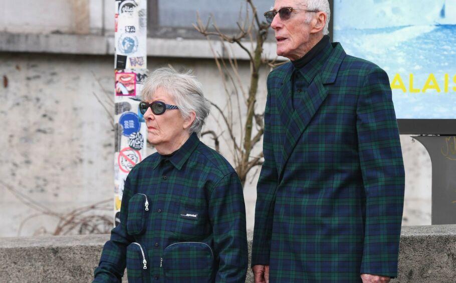 PARIS FASHION WEEK: Bestemor Marie-Louise og bestefar Rene tar moteuken med storm! Foto: NTB Scanpix