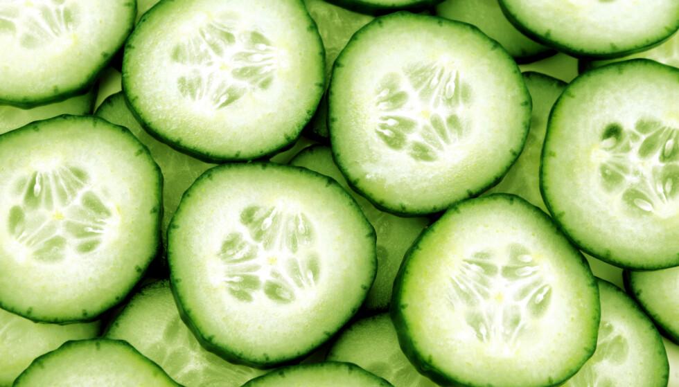 AGURK: Ikke bare er agurk godt, det er også bra for huden din - og da spesielt huden under øynene dine. FOTO: NTB Scanpix