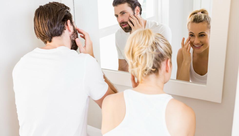 SJEKK HVERANDRE: Eksperten anbefaler deg og partneren din å sjekke hverandres hud fra tid til annen. FOTO: NTB Scanpix